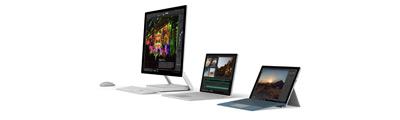 スクリーンと共に並んでいる Surface デバイス