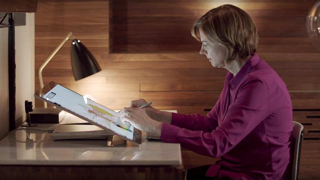 Surface Studio と Surface Dial でアプリを使用しているパートナー