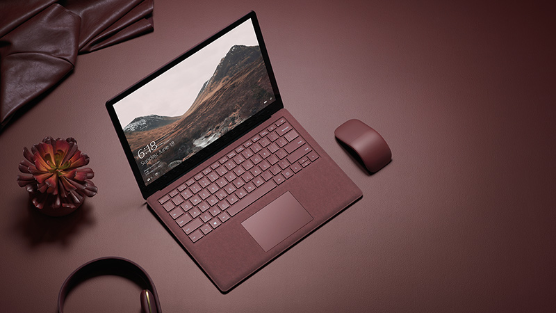 Surface Arc Mouse と Surface Laptop