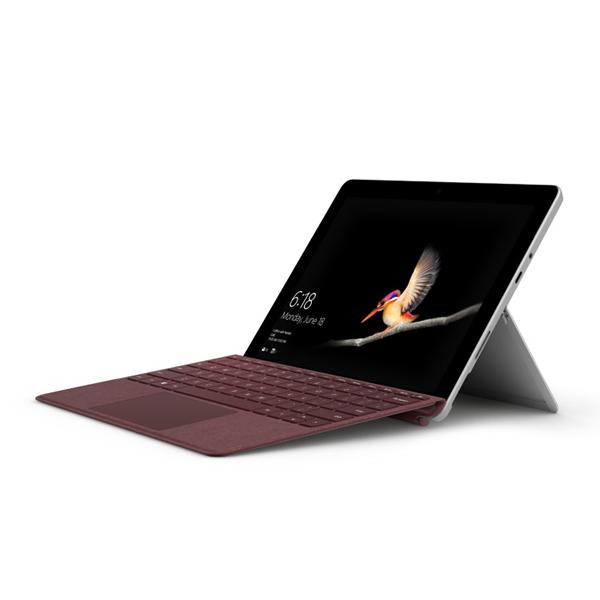 Surface Go タイプ カバーが付いた Surface Go のレンダリング