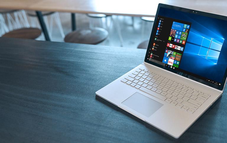 スタート メニューが表示された Windows 10 PC