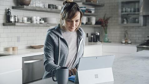 テント モードの Lenovo 900 に表示された Windows 10 DJ