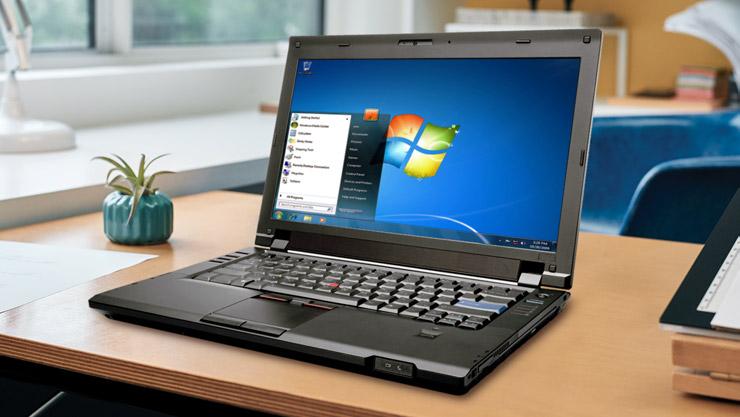 Windows 7을 실행하는 노트북