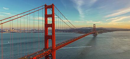 """Auksinių vartų tilto nuotrauka, reklamuojanti renginį """"SharePoint"""" ateitis""""."""