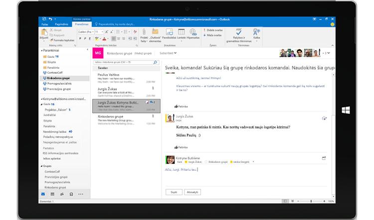 """Planšetinio kompiuterio ekrane rodomas grupės pokalbis naudojant """"Outlook"""""""