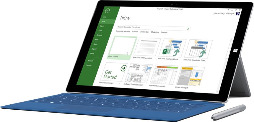"""""""Microsoft Surface"""" planšetinis kompiuteris, kurio ekrane rodomas """"Project Online Professional"""" langas Naujas projektas."""