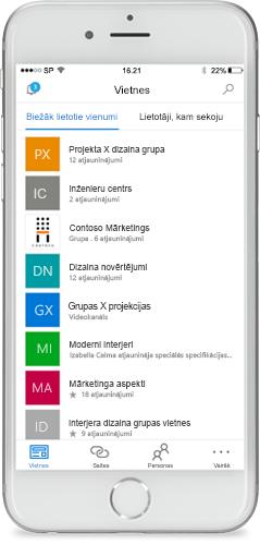 Tālrunis ar ekrānā parādītu SharePoint mobilo lietojumprogrammu