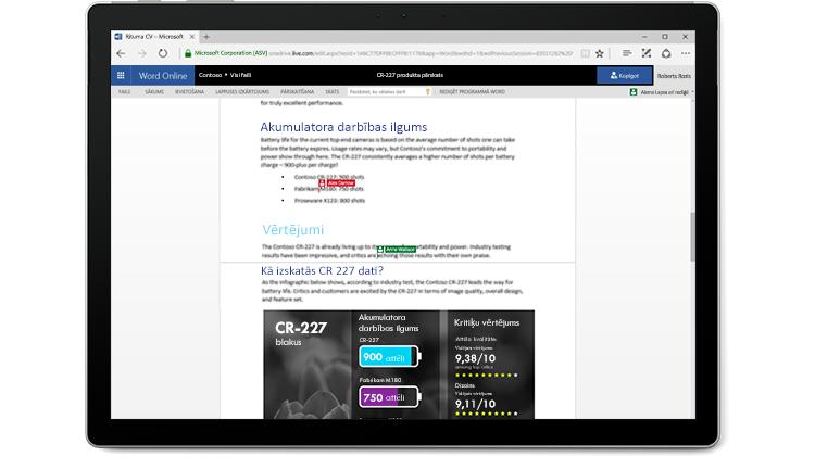 Klēpjdatora ekrāns, kurā parādīts Word dokuments, kuru vairāki autori rediģē programmā Word Online