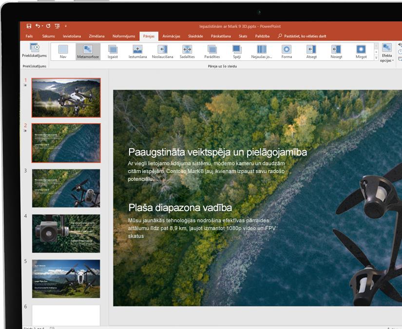 Irbulis pie planšetdatora, kurā tiek attēlota prezentācija programmā Microsoft PowerPoint
