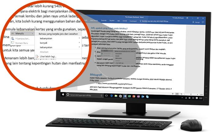 Satu monitor PC memaparkan dokuman Word dengan gambaran dekat ciri Editor mencadangkan perubahan perkataan dalam satu ayat