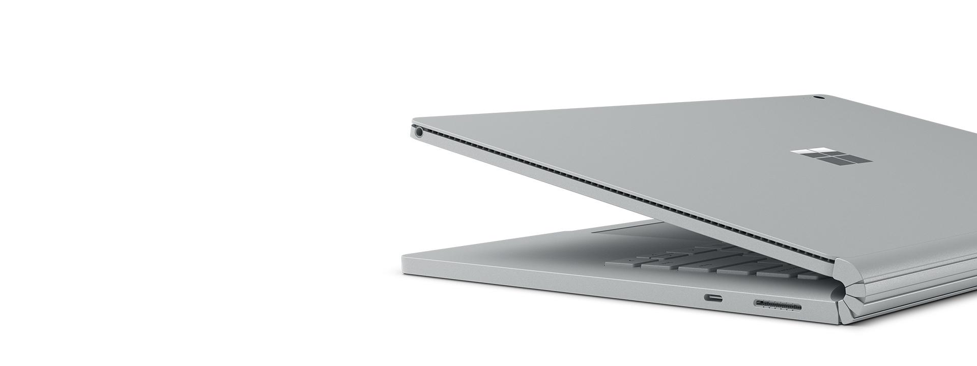 Surface Book 2 dengan pandangan porg USB-C