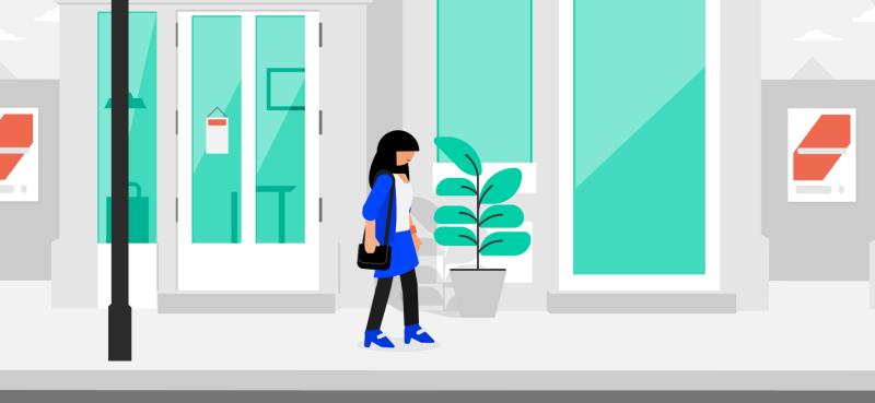 Kvinne som går nedover en gate