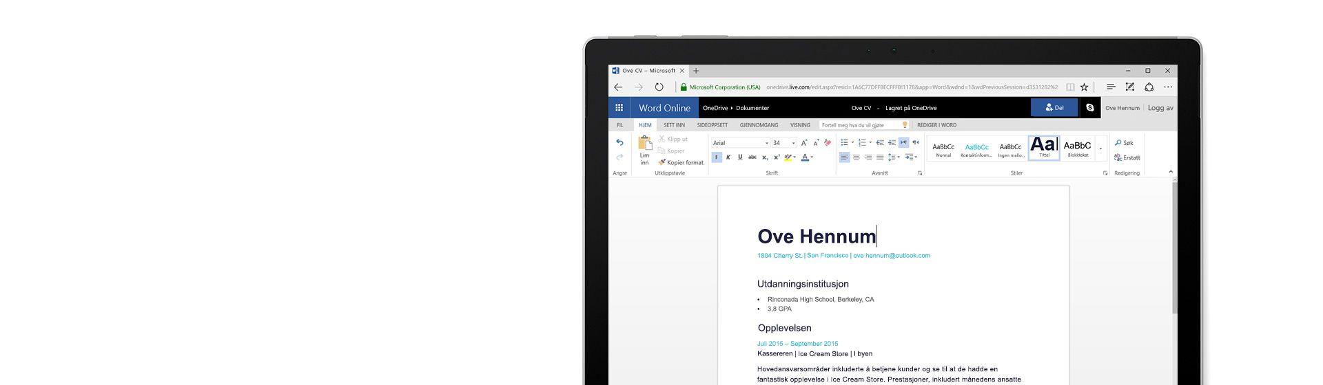 En dataskjerm viser opprettelse av en CV i Word Online