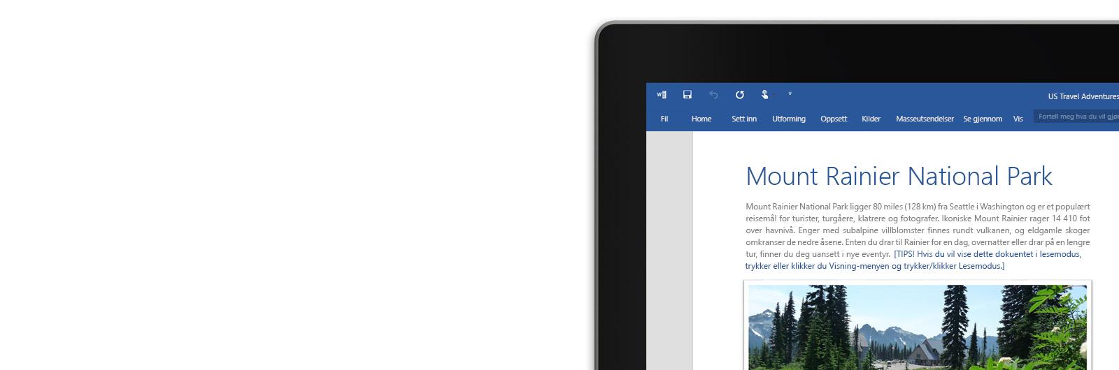 En bærbar PC med et Word-dokument på skjermen.