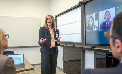 Profesjonelt samarbeid og profesjonelle møter – alt dette er integrert med Office