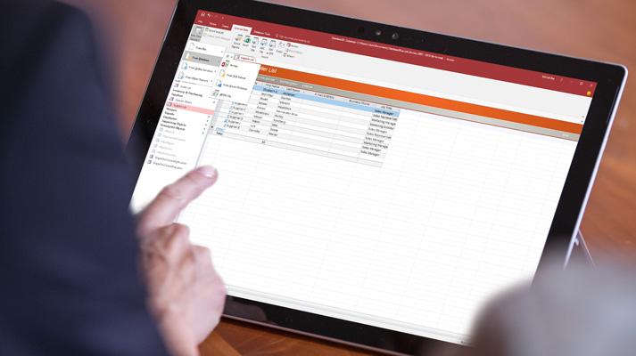 En bærbar PC som viser Lagre som skjerm i Access