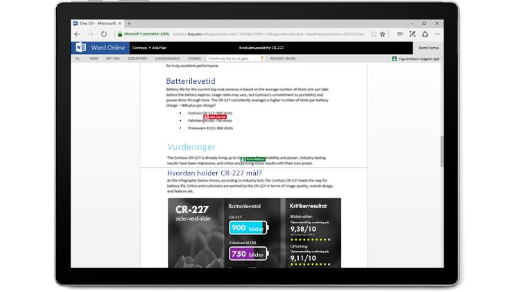 En skjerm på en bærbar datamaskin viser et Word-dokument, med flere forfattere som redigerer i Word Online