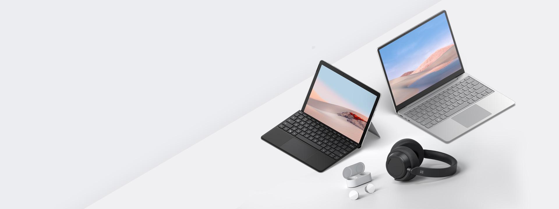 Bilde viser Surface Laptop Go og Surface Go 2 med ørepropper og hodetelefoner