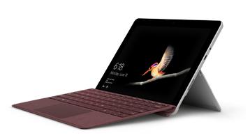 Surface Go med Surface Go Signature Type Cover i bærbar PC-modus