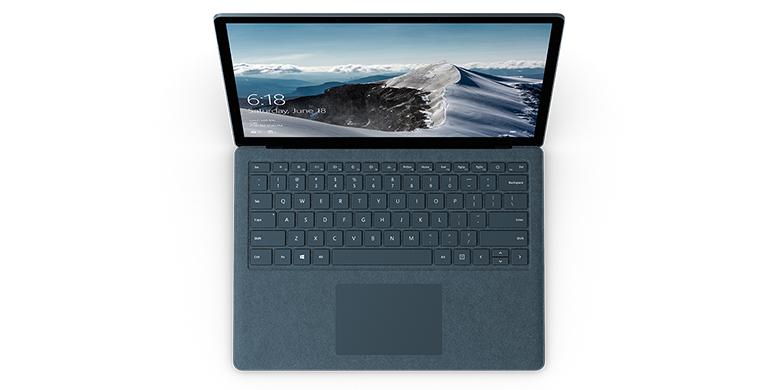 Surface Laptop i koboltblått sett ovenfra