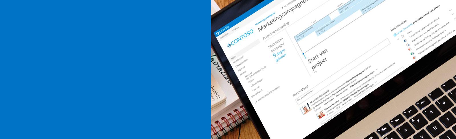 Een laptop met een document dat wordt geopend via SharePoint.