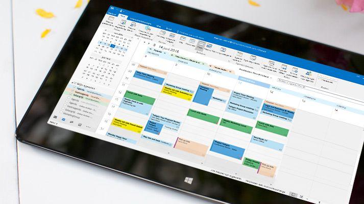 Een tablet met een agenda in Outlook 2016 waarin het weer van die dag zichtbaar is.