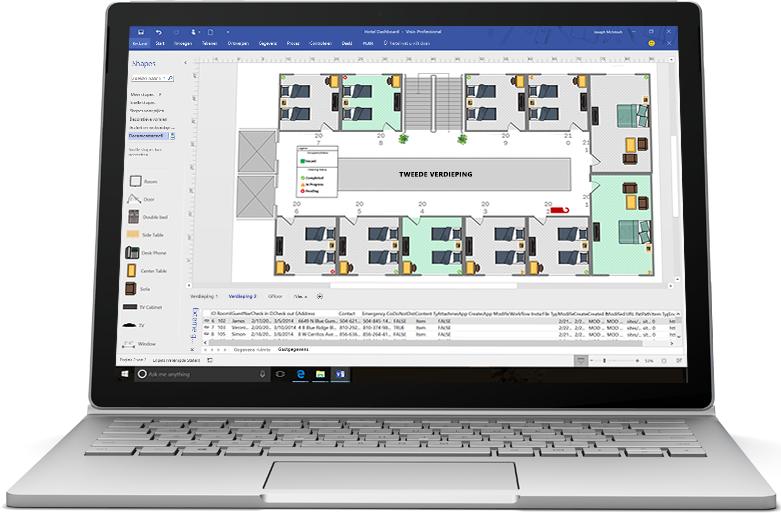 Een laptop met een Visio-stroomdiagram voor een nieuwe productlancering