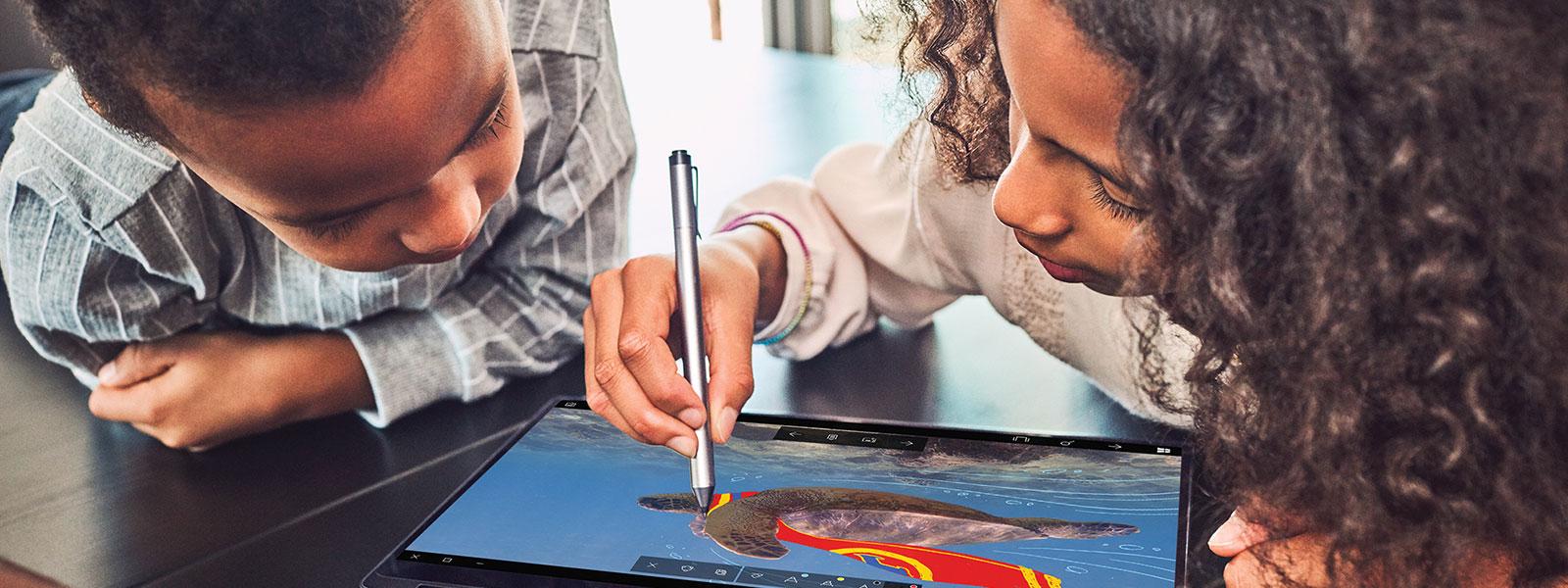 Kinderen aan het tekenen met Windows Ink