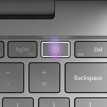 Close-up van de aan/uit-toets van het toetsenbord