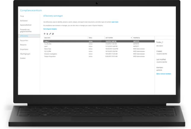 Een laptop met Office 365 eDiscovery-items in het compliancecentrum