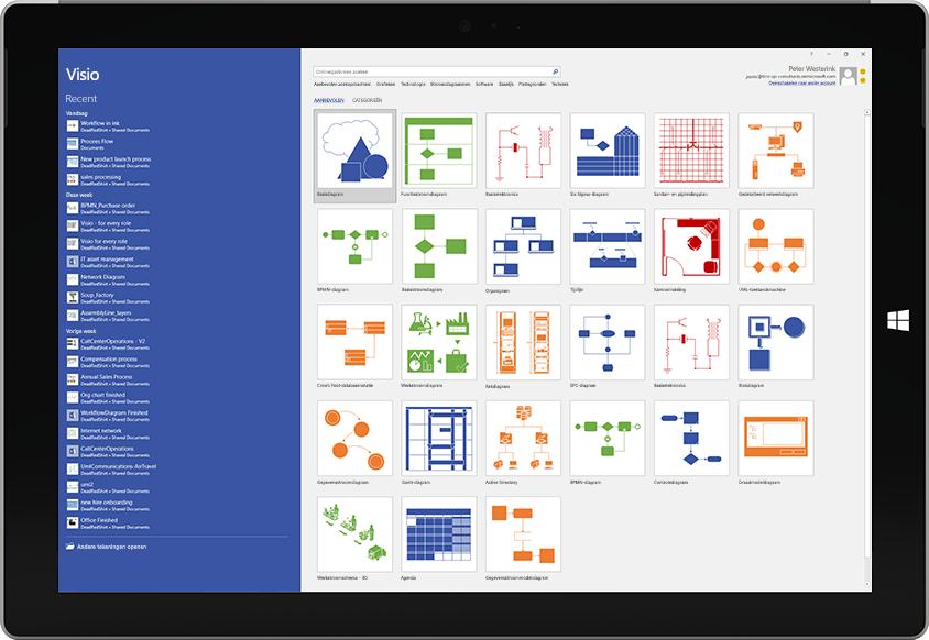 Een Microsoft Surface-tablet met beschikbare sjablonen en lijst met recente bestanden in Visio