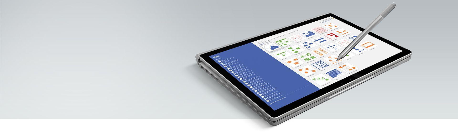 Een Microsoft Surface-tablet met beschikbare sjablonen en een lijst met recente bestanden in Visio