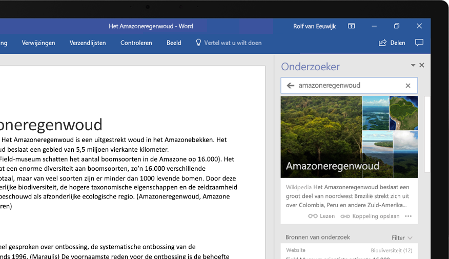 Een laptop met een Word-document en een close-up van de functie Onderzoek met een artikel over het regenwoud van de Amazone