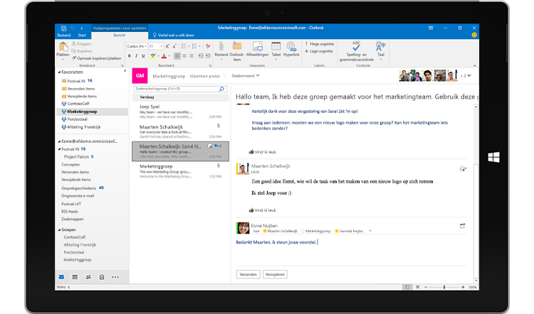 Scherm van tablet met een groepsgesprek in Outlook