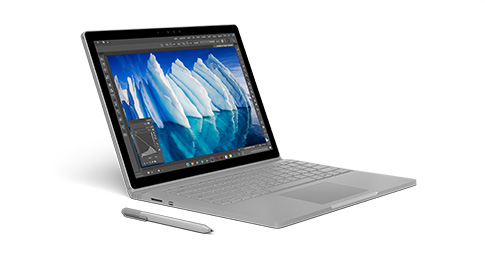 Surface Book in laptopmodus naar rechts gericht met Surface-pen