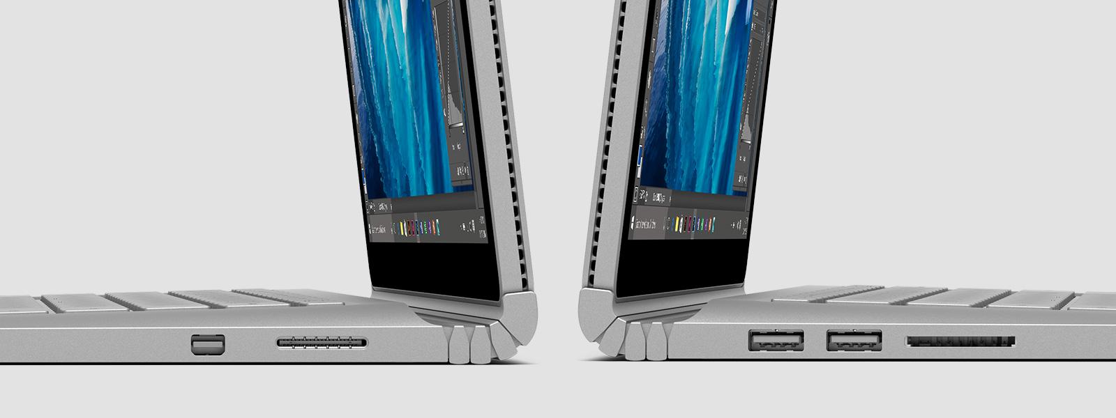 Twee Surface Books met de achterkanten tegen elkaar, gezien vanaf de zijkant met details van de hinge en externe poorten