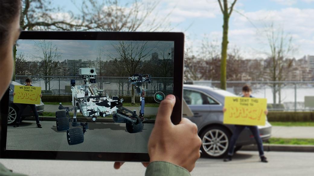 Een marsvoertuig wordt toegevoegd aan een foto met de app 3D Capture op een Surface