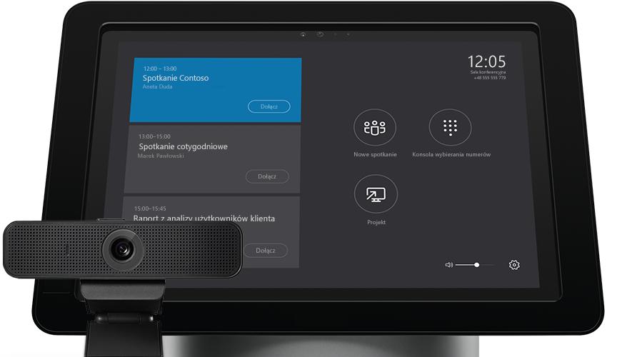 Ekran laptopa z wyświetlonymi narzędziami administracyjnymi w programie Skype dla firm Server