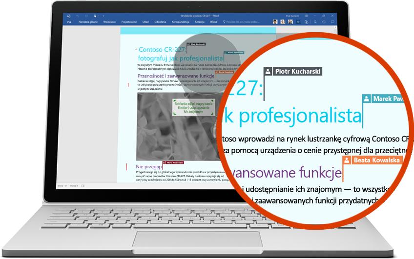 Laptop pokazujący kilku użytkowników współpracujących nad dokumentem programu Word