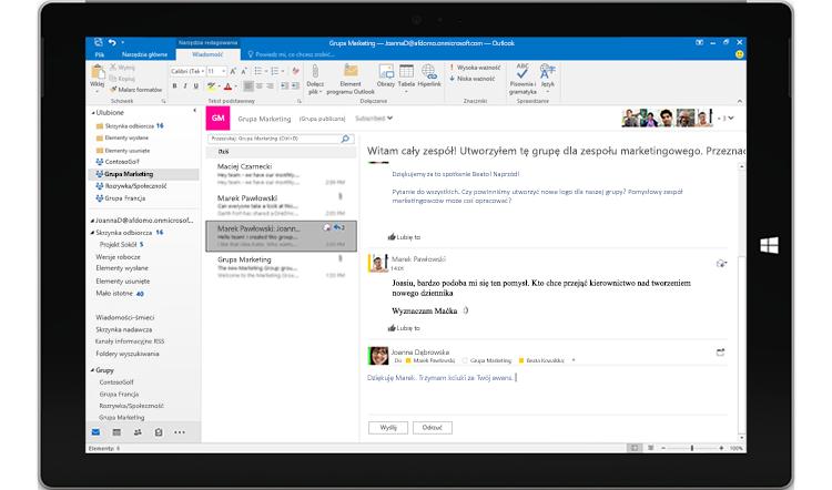 Ekran tabletu z wyświetloną konwersacją grupową w programie Outlook