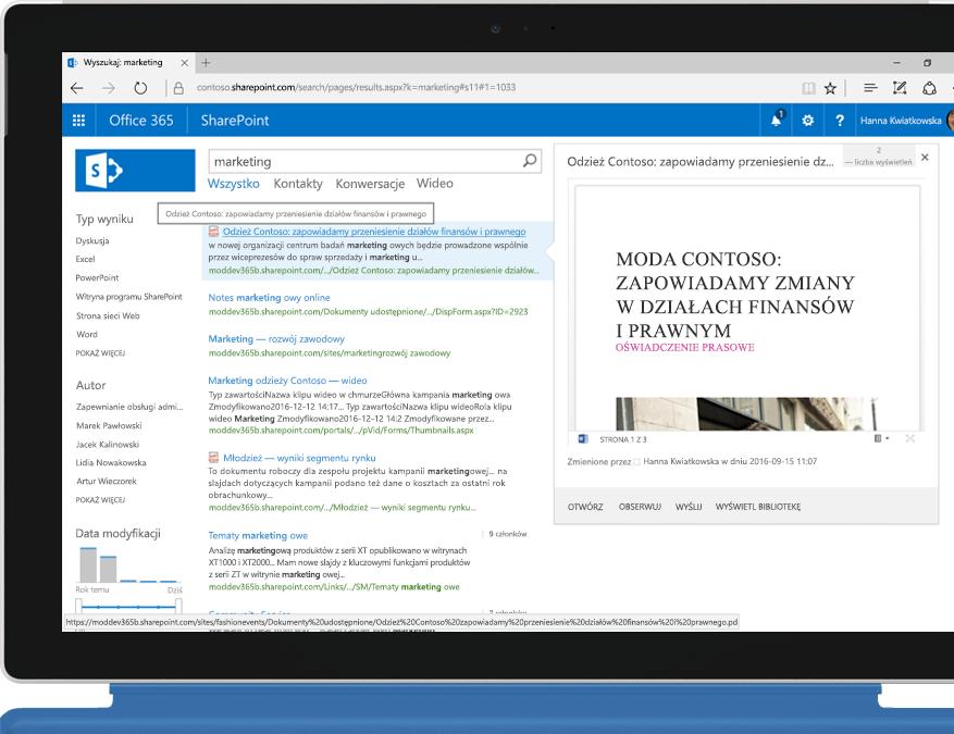Laptop Surface z wyświetlonym pełnotekstowym wyszukiwaniem w intranecie dostępnym w programie SharePoint