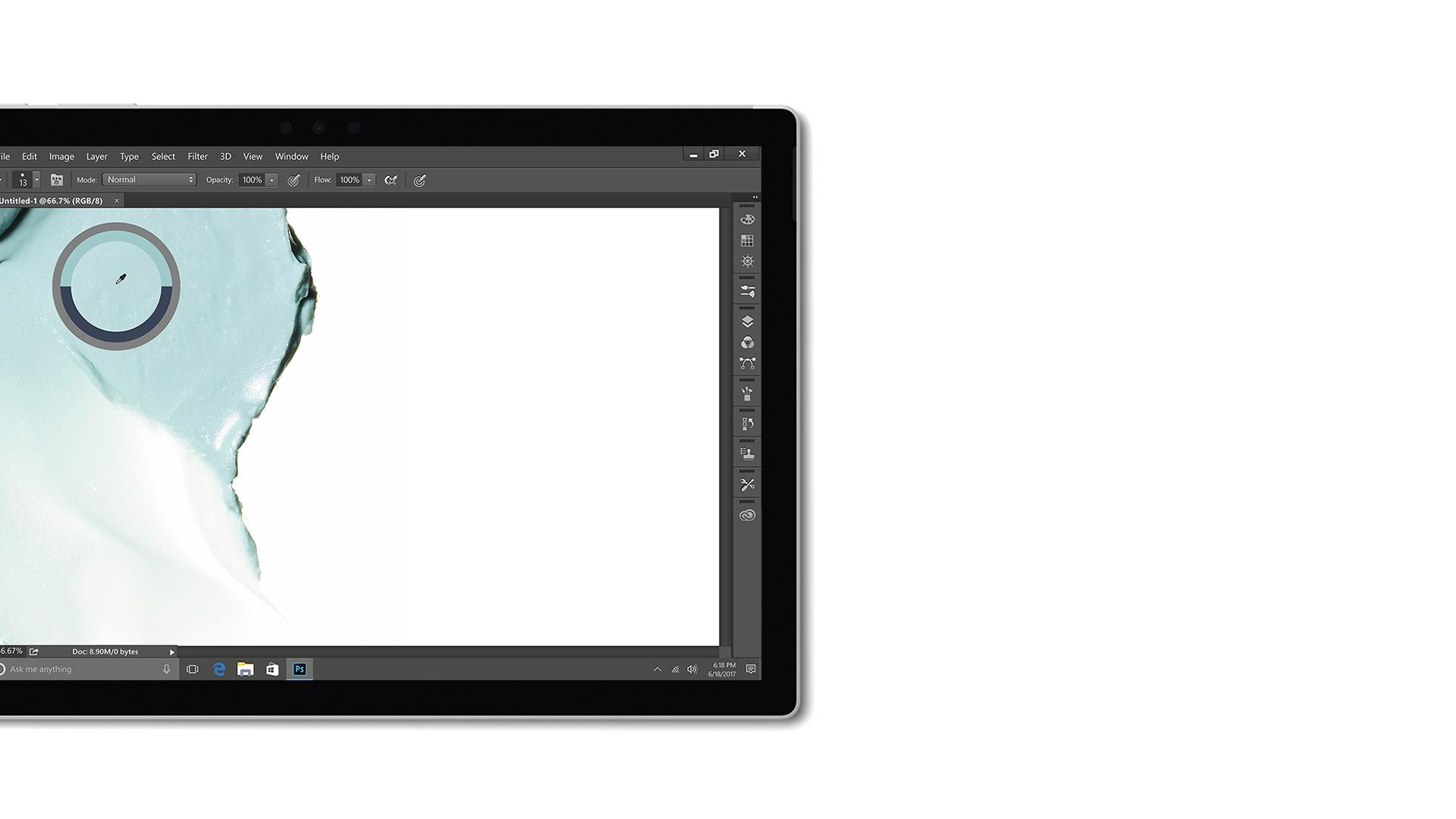 Zrzut ekranu aplikacji Creative Cloud na urządzeniu Surface.
