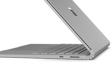 Surface Book 2 — widok z boku, pokazano kilka portów.