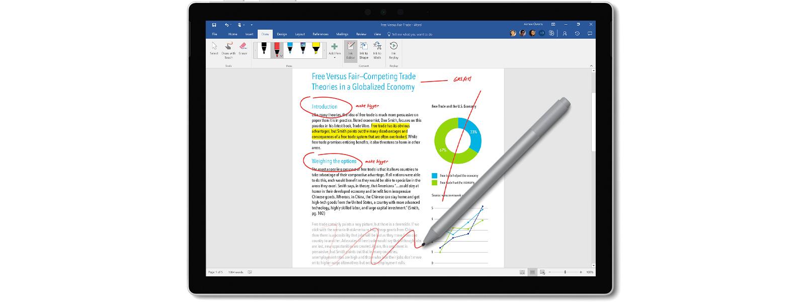 Zrzut ekranu prezentujący edycję strony za pomocą pióra Surface, obejmującą komentarze, wyróżnienie, przekreślenie i zakreślony zaznaczony tekst.