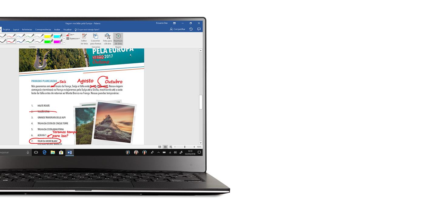 Notebook com Windows 10 e um documento do Word aberto que mostra as edições do Windows Ink na tela
