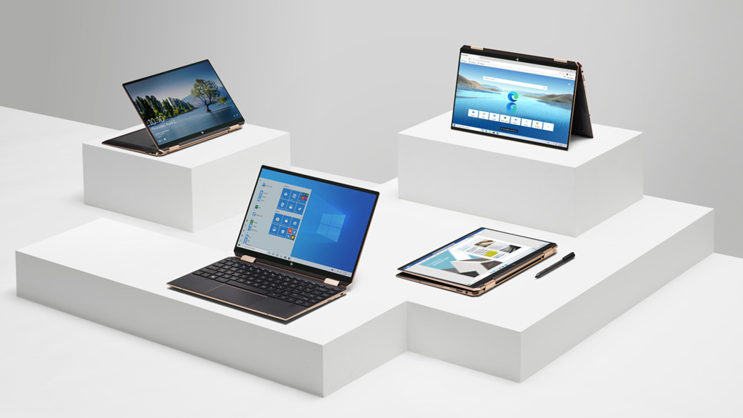 Diferentes notebooks Windows 10 em estandes com pedestal branco