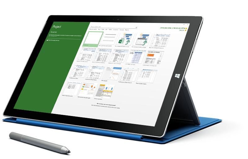 Tablet com o Microsoft Surface exibindo a tela Novo Projeto no Microsoft Project.