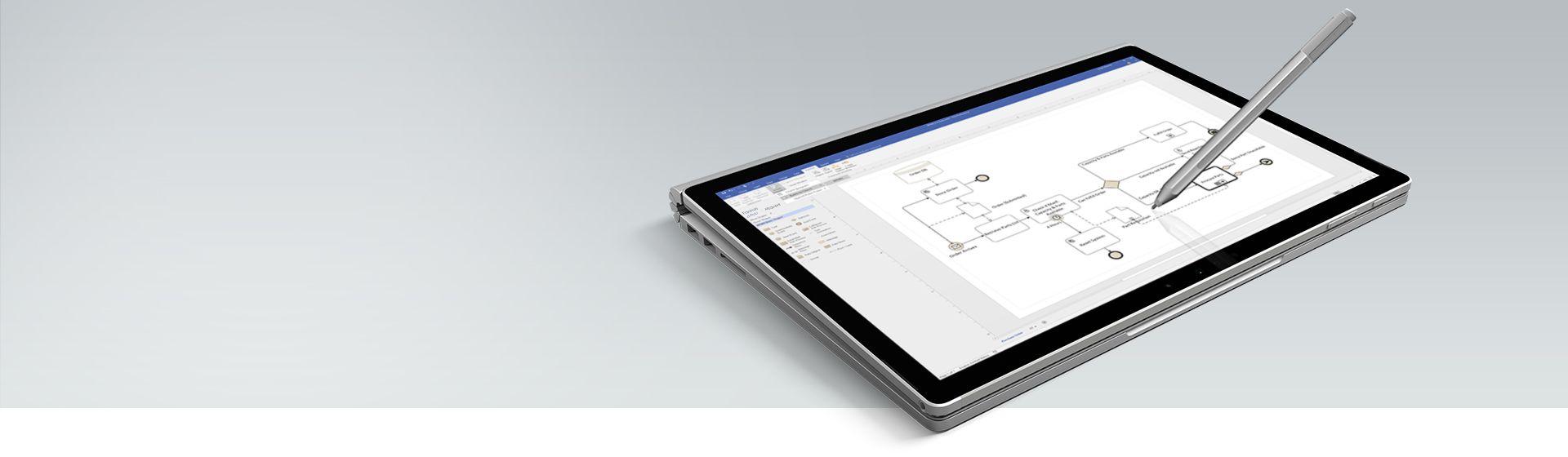 Um tablet Surface mostrando um diagrama de processo no Visio
