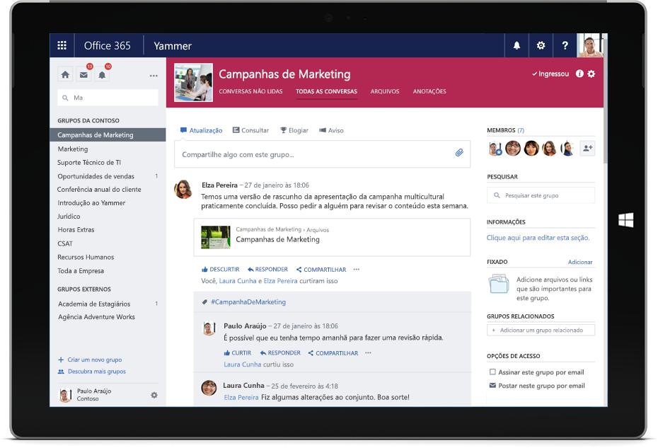 Um tablet Surface mostrando uma conversa do Yammer entre membros de diferentes equipes