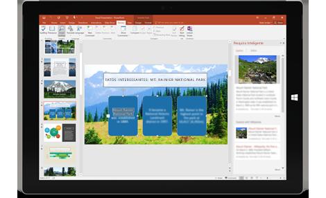 Ele trabalha para você: Um tablet que mostra uma apresentação do PowerPoint com o painel Pesquisa Inteligente à direita.